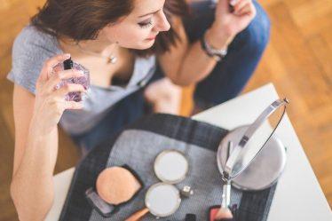 วิธีเลือกน้ำหอมที่ดีที่สุดสำหรับคุณผู้หญิง